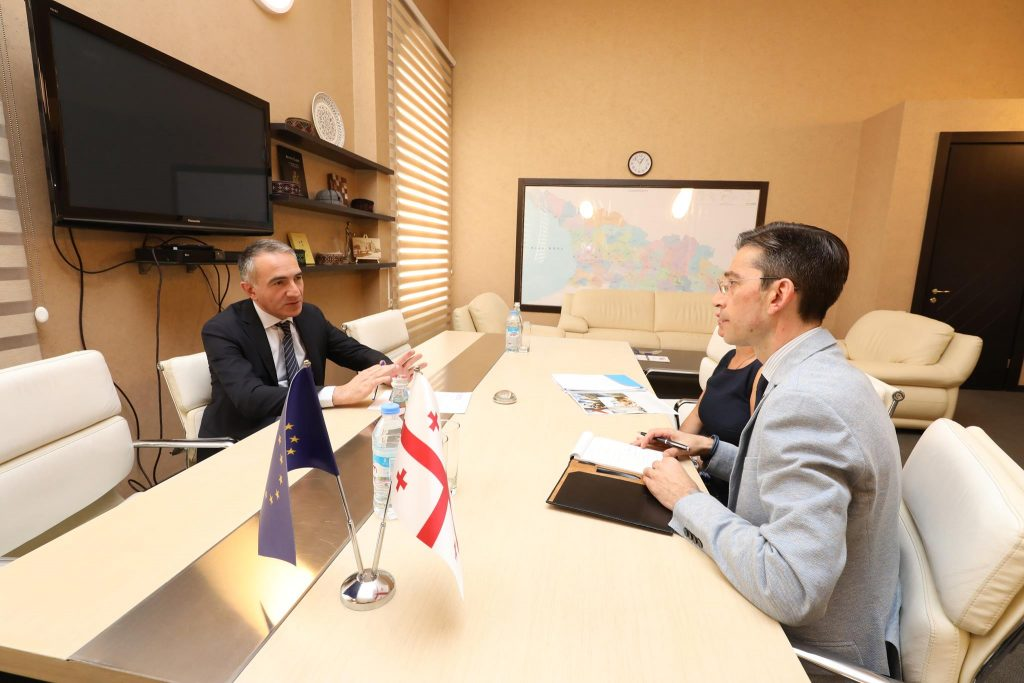 В процессе подготовки реформ по образованию Михаил Батиашвили создает группу по реформам