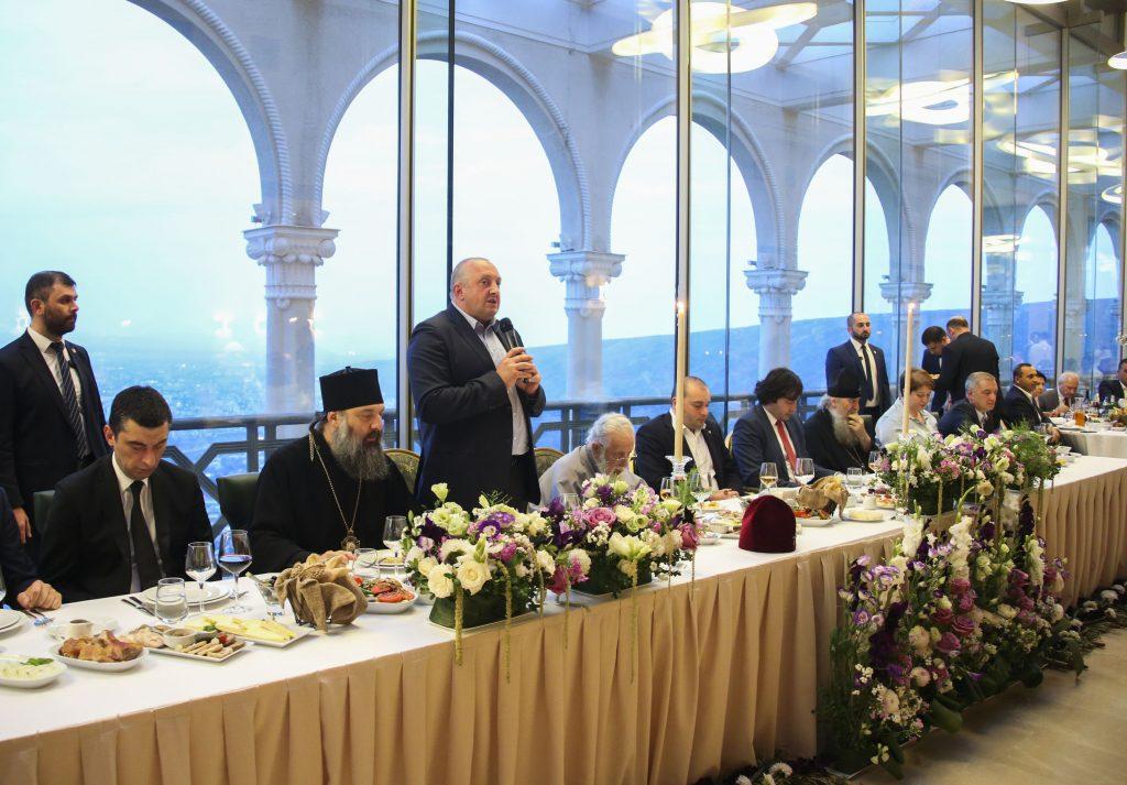 საქართველოს პრეზიდენტი პატრიარქის ანგელოზის დღისადმი მიძღვნილ საზეიმო ტრაპეზს დაესწრო