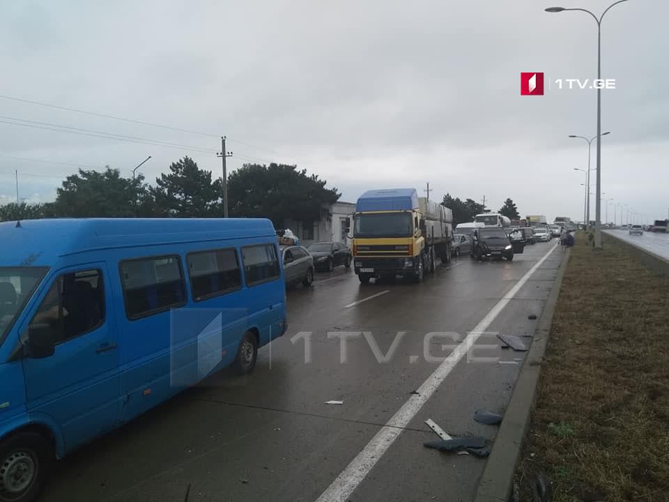 ცენტრალურ ავტომაგისტრალზე ავარიისას 9 ავტომობილი დაზიანდა[ფოტო]