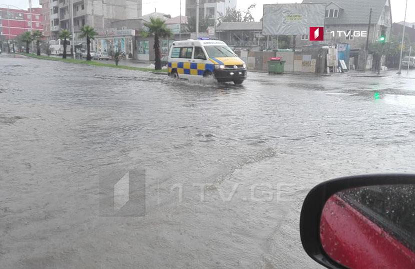 Բաթումիում ուժգին անձրևի հետևանքով հեղեղվել է մի քանի փողոց (ֆոտո)