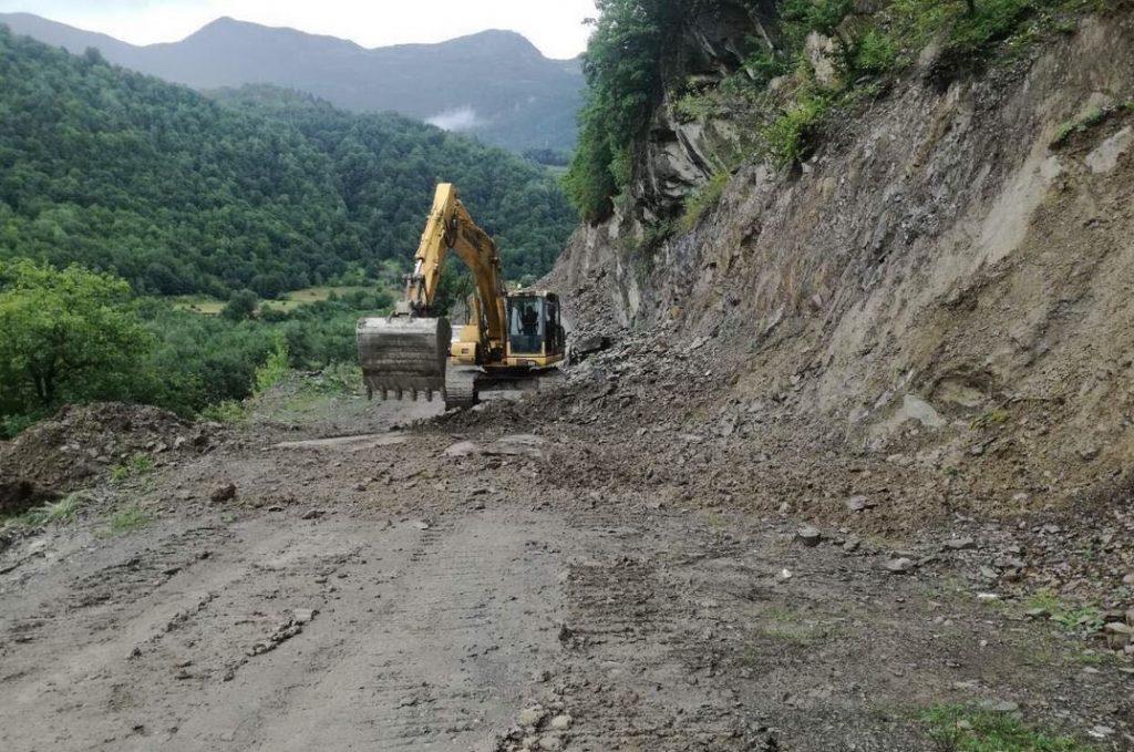 Движение на дороге Мцхета-Степанцминда-Ларс восстановлено