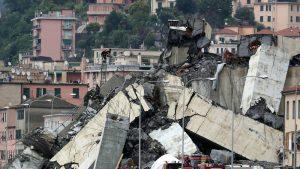 Moment of Genoa Bridge collapse caught on camera