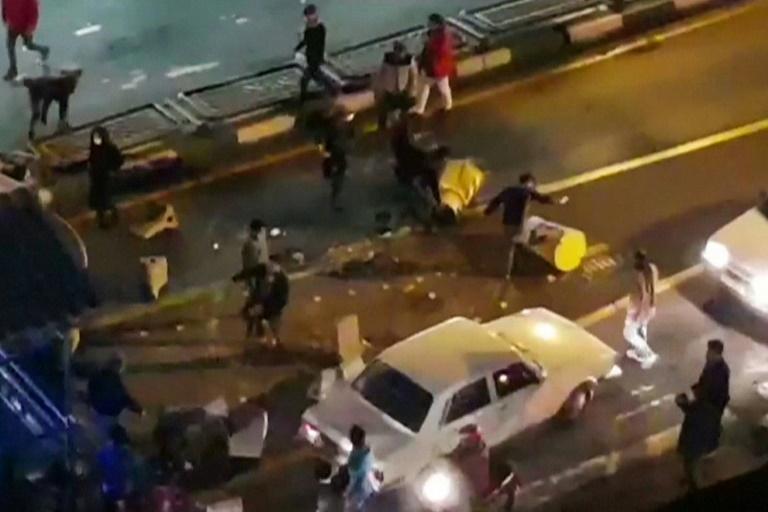 İranda demonstrantlar dini məktəbə hücum etdilər