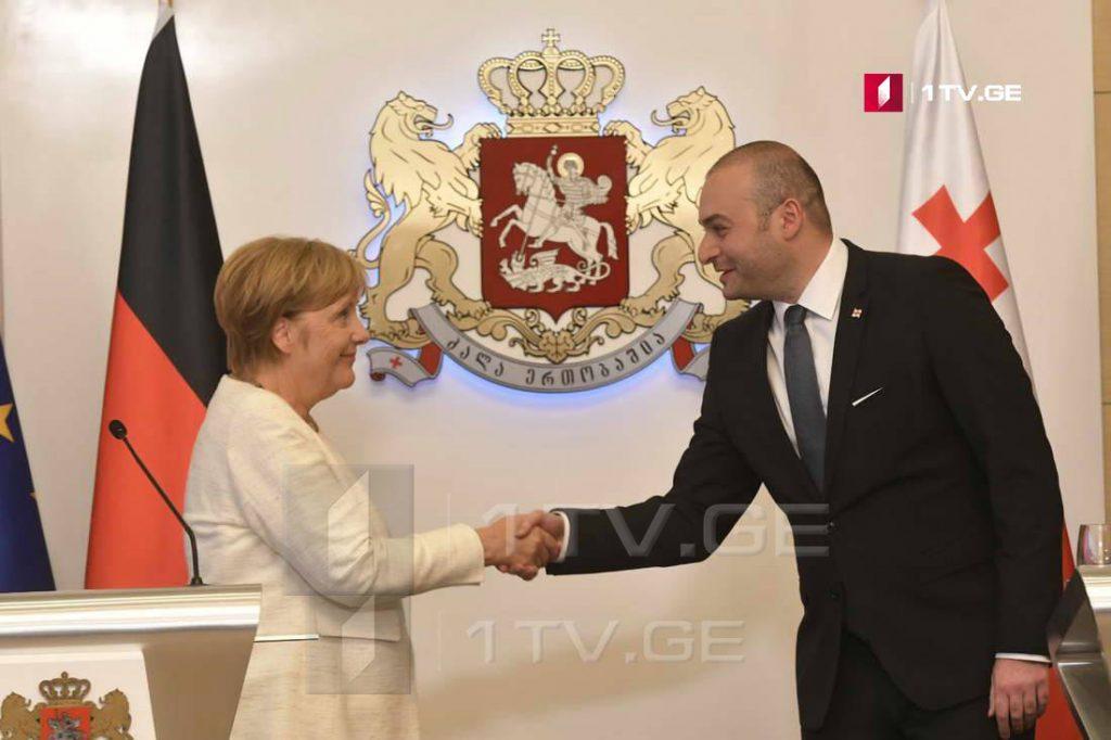 Ангела Меркель - Германия поддерживает вас и будет поддерживать, именно поэтому я здесь