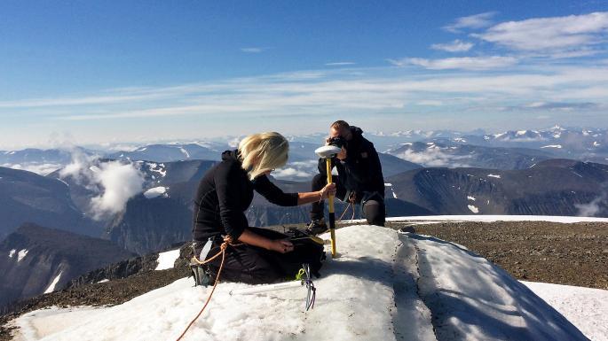 შვედეთში იმდენად ცხელა, რომ ქვეყნის უმაღლესი მთა თანდათან დაბლდება
