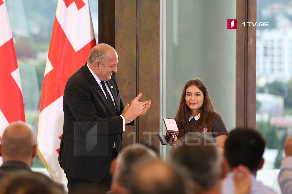 Президент наградил Орденом Чести журналистов, погибших во время Августовской войны [фото]