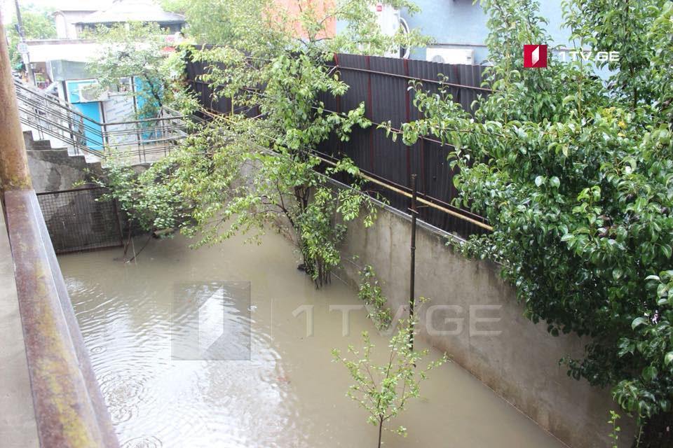 ძლიერმა წვიმამ პრობლემები ოზურგეთშიც შექმნა