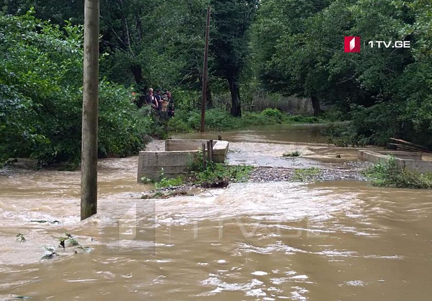 ძლიერი წვიმის გამო, სამეგრელოში, სოფელი შამადელა გარესამყაროს მოწყდა