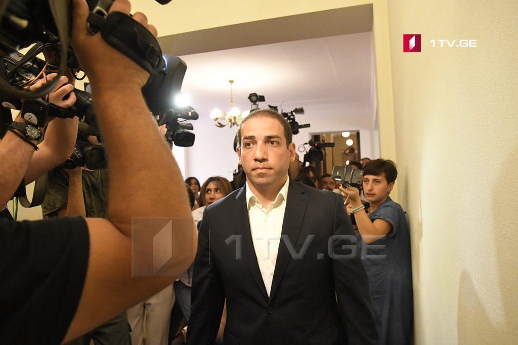 İrakli Şotadze - Qanuna tabe olan bir vətəndaş olaraq, istintaq komisiyasının suallarına cavab vermək üçün gəldim