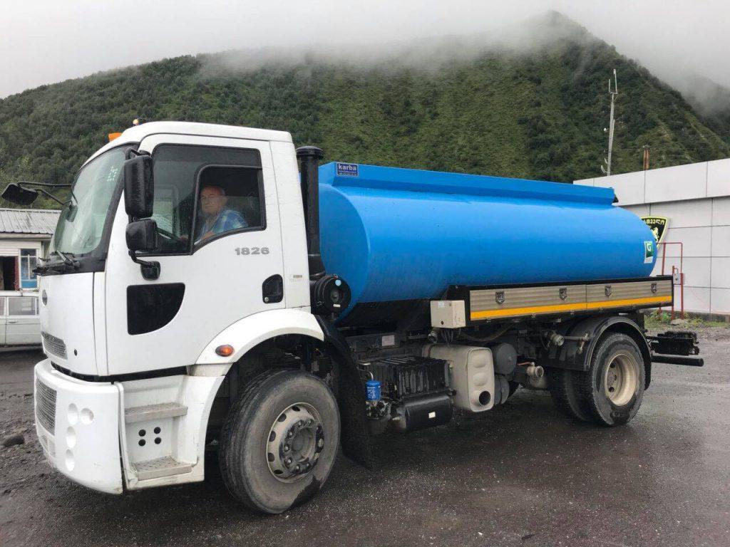 ყაზბეგის მოსახლეობას სასმელ წყალს წყალმზიდი მანქანებით მიაწვდიან