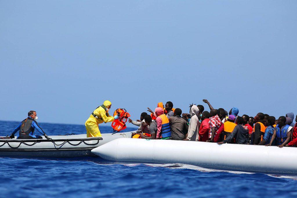 ესპანეთის სანაპიროსთან მაშველებმა 200-ზე მეტი მიგრანტი გადაარჩინეს