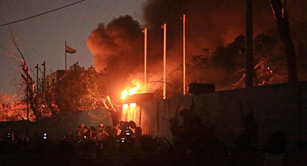 Участники акции протеста в Ираке подожгли консульство Ирана [видео]