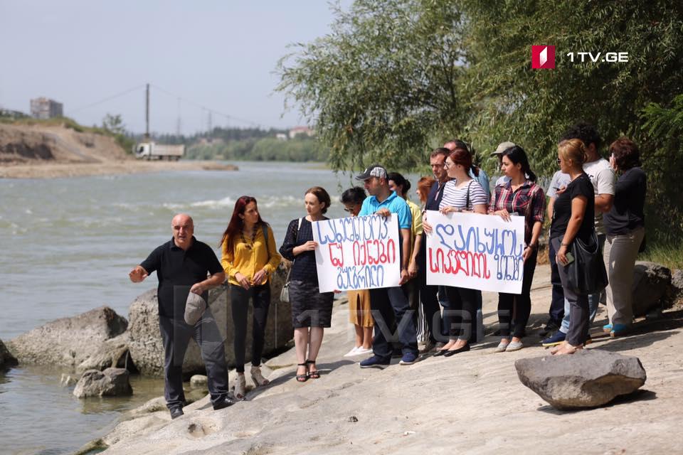 """კამპანია """"იცურე მშვიდად"""" წევრები ხელისუფლებისგან მდინარე მტკვარზე უსაფრთხოების წესების დაცვას მოითხოვენ"""