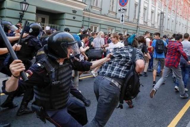 Более 800 человек задержаны на акциях против пенсионной реформы в России