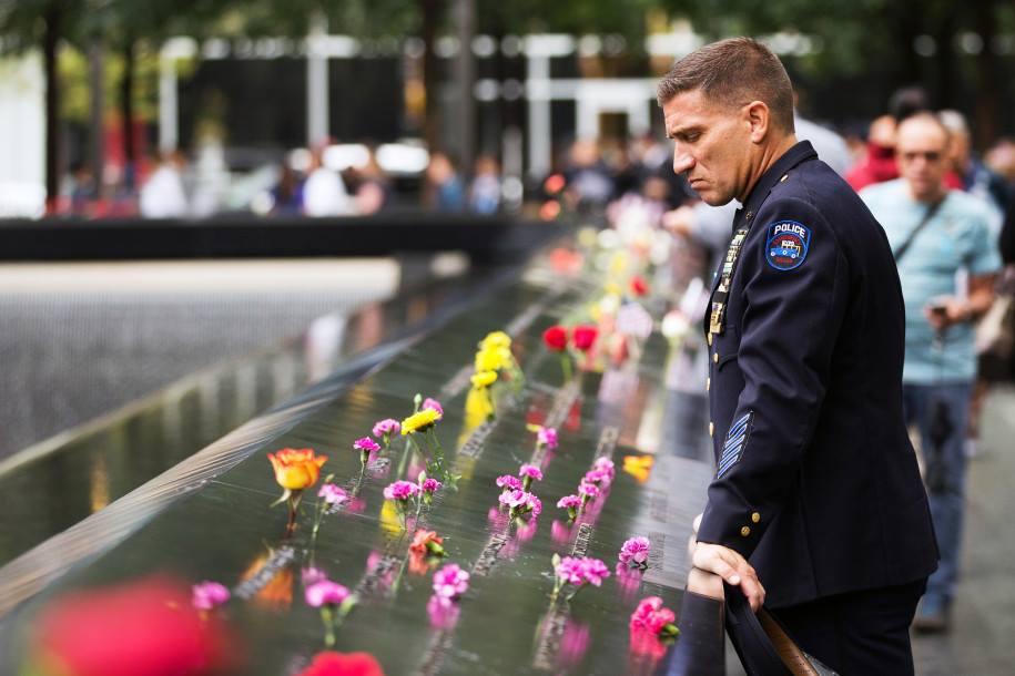 17 წელი ტრაგედიიდან - აშშ-ში 2001 წლის 11 სექტემბერს გარდაცვლილებს გლოვობენ [ფოტოამბავი]