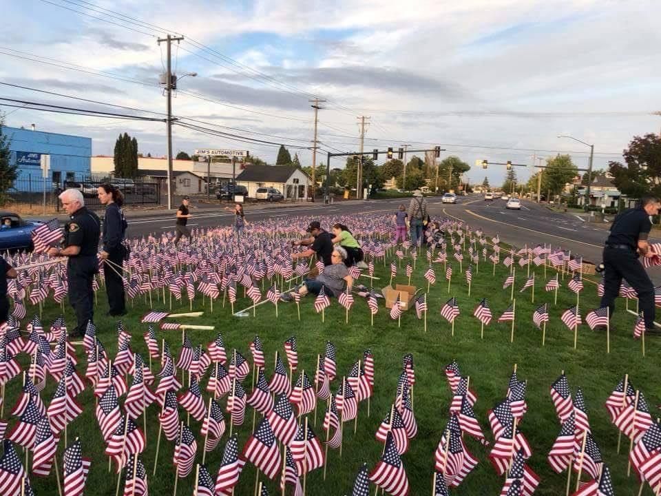 აშშ-ში 2001 წლის 11 სექტემბრის ტერაქტებისას დაღუპულებს წუთიერი დუმილით პატივი მიაგეს