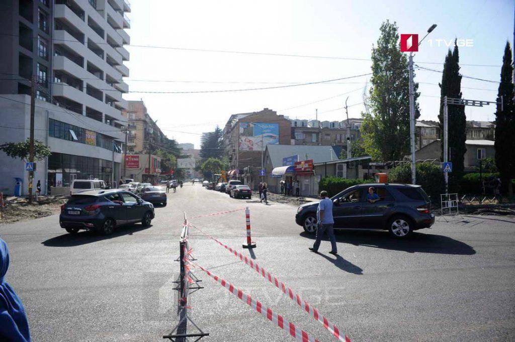 На улице Чабукиани в Тбилиси восстановлено движение транспорта