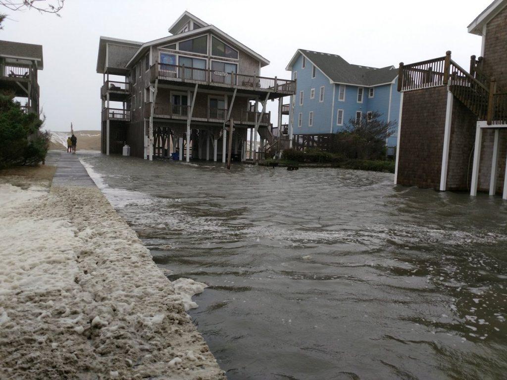 """აშშ-ისსამხრეთ-აღმოსავლეთ სანაპიროს ქარიშხალი """"ფლორენსი"""" დაატყდა თავს"""
