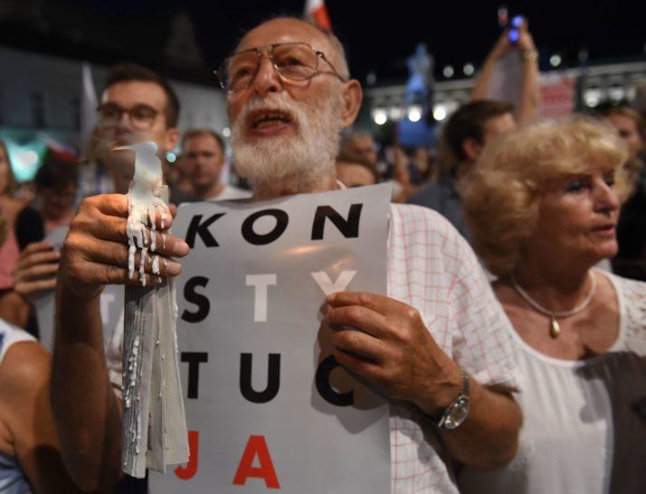 პოლონეთს ევროკავშირის სასამართლო ორგანოში უფლებამოსილება შეუჩერეს