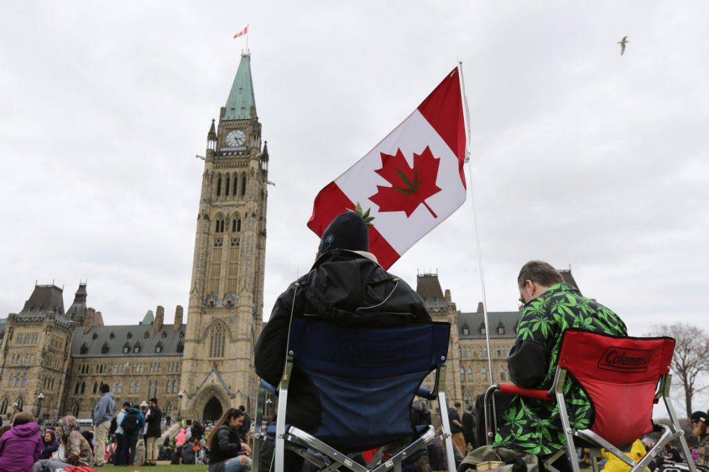 კანადის მოქალაქეებს, რომლებიც მარიხუანას ინდუსტრიასთან არიან დაკავშირებულნი, შესაძლოა, აშშ-ში შესვლა სამუდამოდ აეკრძალოთ