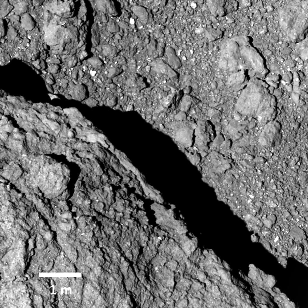 იაპონურმა ხომალდმა ასტეროიდის ზედაპირიდან ახალი ფოტოები გამოგზავნა