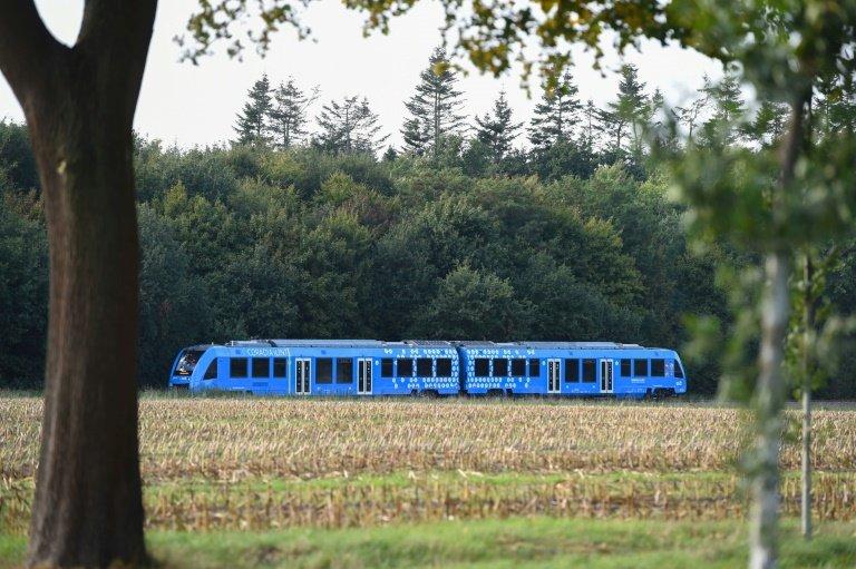 გერმანიაში წყალბადზე მომუშავე მსოფლიოში პირველი მატარებელი გამოჩნდა