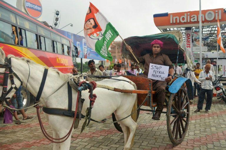 Հնդկաստանում բողոքում են վառելիքի վրա ավելացված գների դեմ