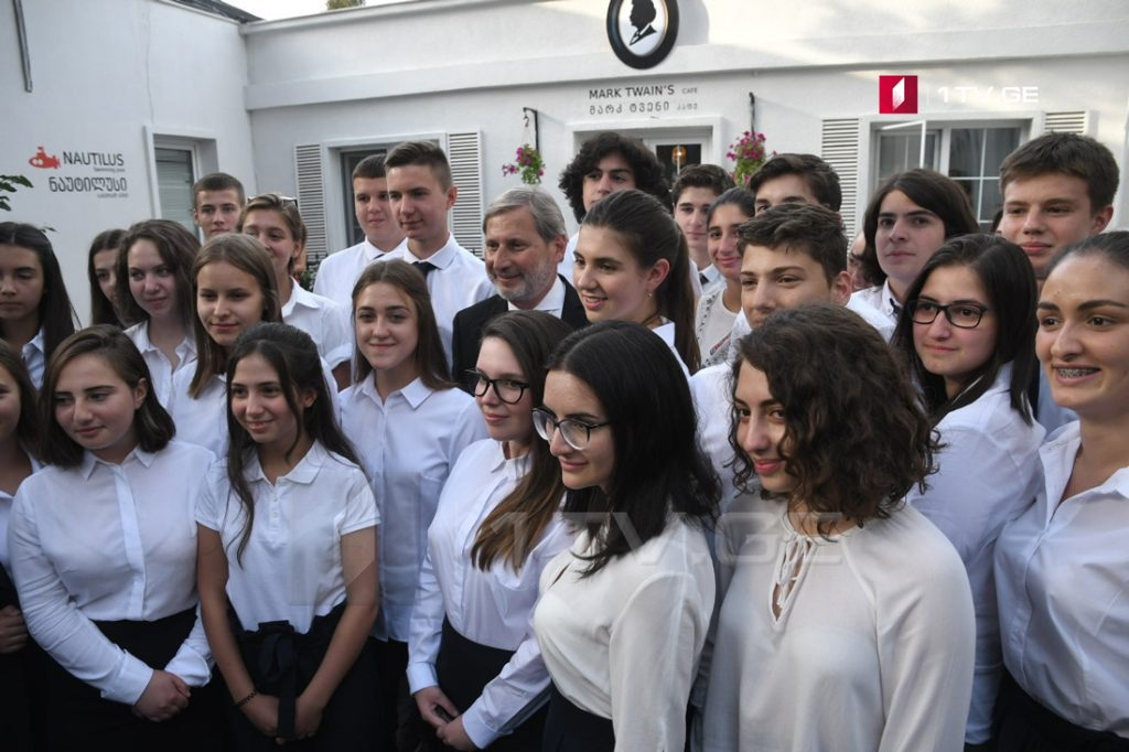 """თბილისში """"ევროპული სკოლის"""" გახსნაზე """"ევრონიუსმა"""" რეპორტაჟი მოამზადა"""