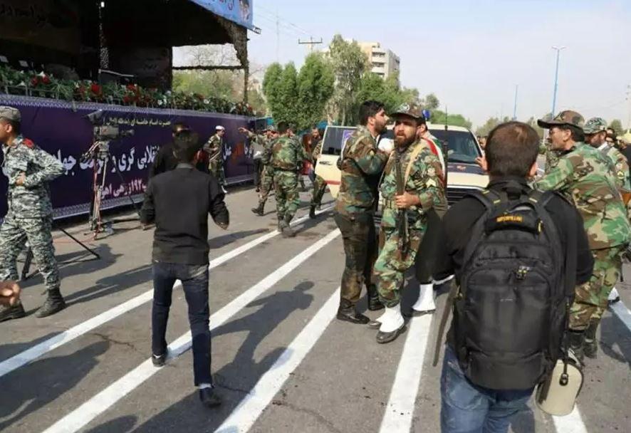 İranda keçirilən hərbi paradda baş verən terakt nəticəsində 24 nəfər həlak oldu