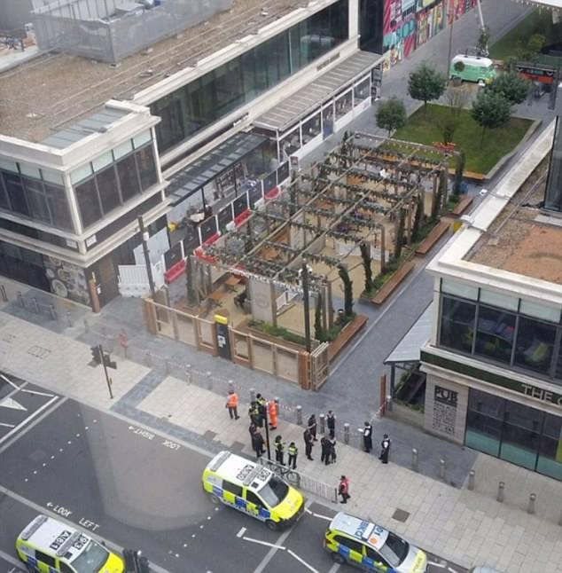 ლონდონში ერთ-ერთი სავაჭრო ცენტრიდან და სარკინიგზო სადგურიდან ხალხის ევაკუაცია განხორციელდა