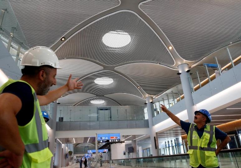თურქეთში აეროპორტის მშენებლობაზე დასაქმებული 500-მდე მუშა აქციაში მონაწილეობის გამო დააკავეს