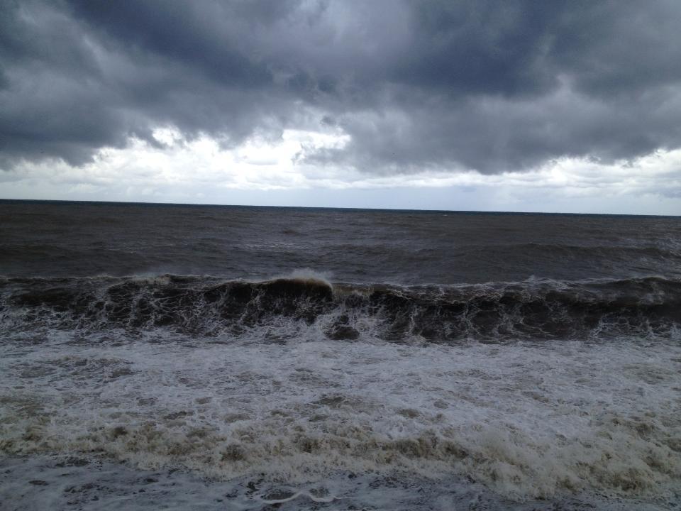 Спасатели пришли на помощь 23 человекам во время 5-бального шторма на Черном море (видео)