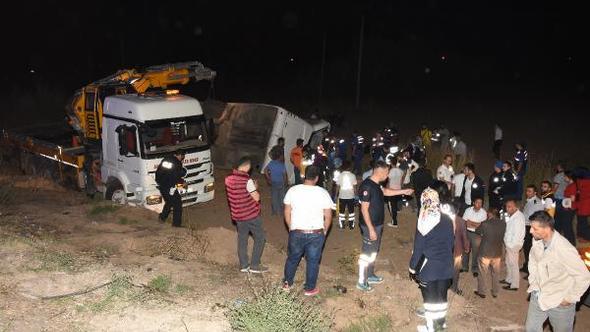 თურქეთში სამგზავრო ავტობუსის ავარიის შედეგად ექვსი ადამიანი დაიღუპა და 44 დაშავდა