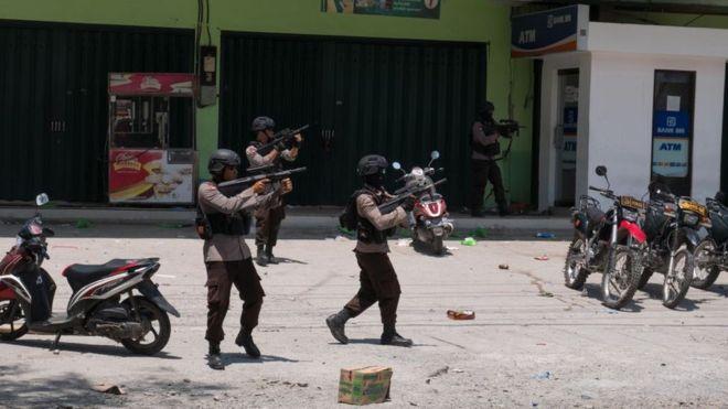 ინდონეზიაში, მიწისძვრით დაზარალებულ რეგიონებში მარადიორობის გამოპოლიციამ ცეცხლი გახსნა
