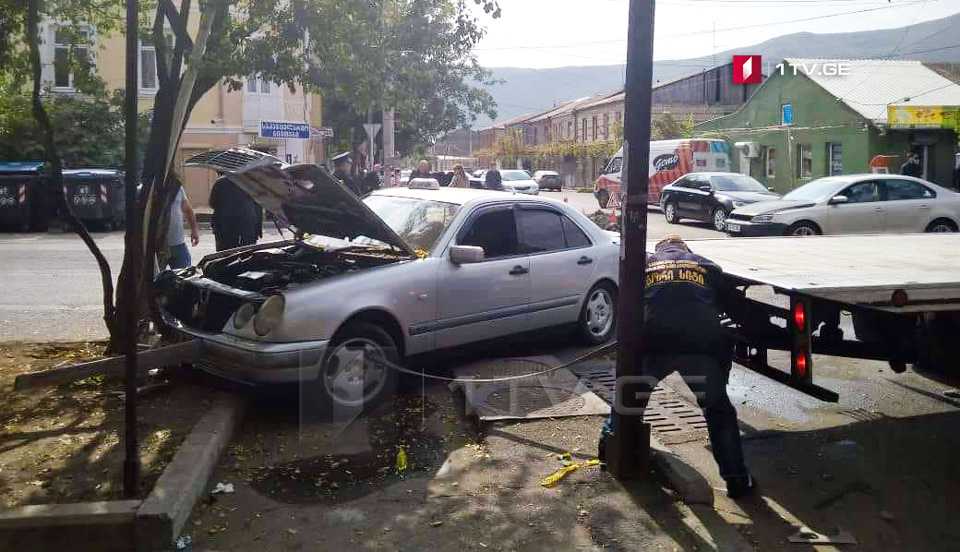 Pregnant woman injured in car accident in Gori