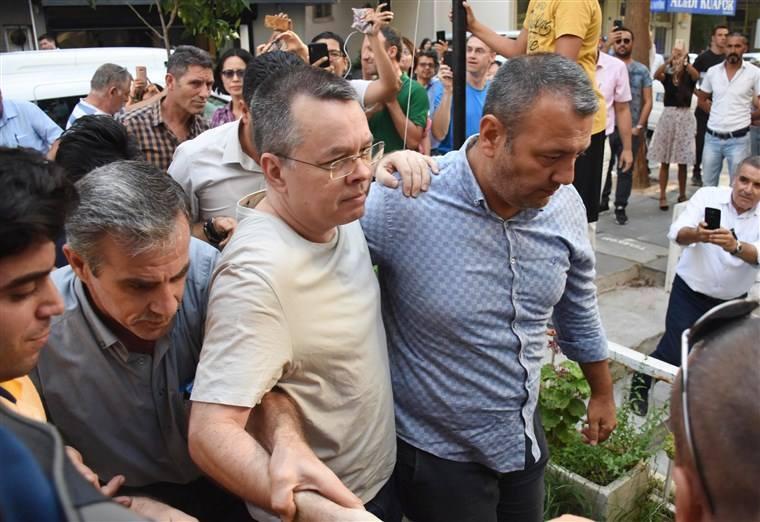 თურქეთში დაკავებული ამერიკელი პასტორი ენდრიუ ბრენსონი გაათავისუფლეს