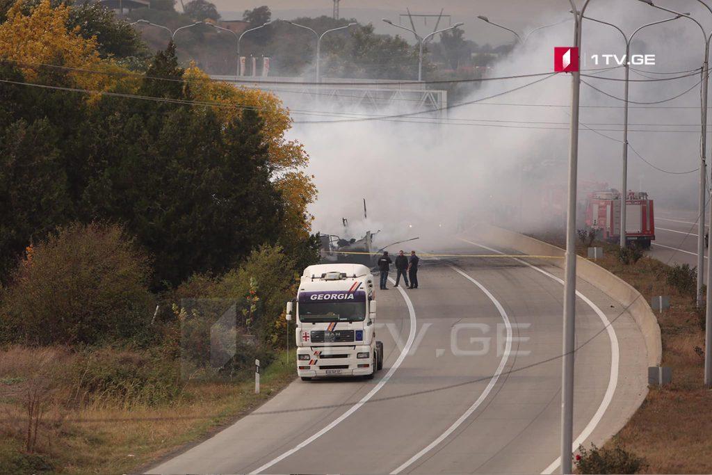 Штаб Саломе Зурабишвили - По нашей информации, в грузовом автомобиле, который перевозил рекламные футболки Саломе Зурабишвили, вспыхнул огонь