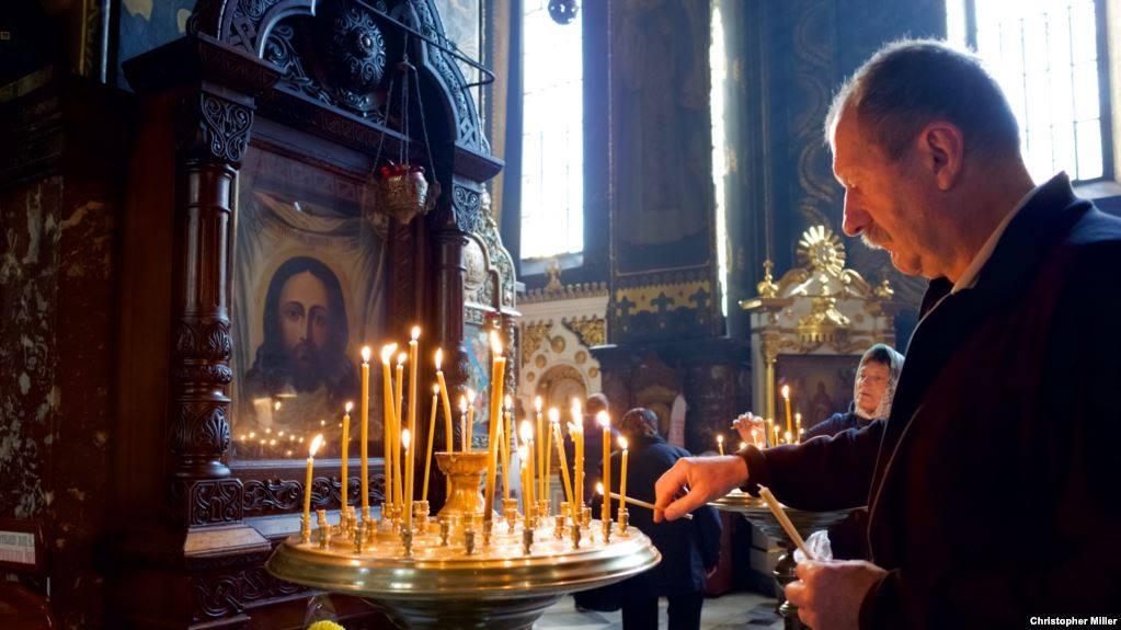 მოსკოვის საპატრიარქო - რუს ტურისტებს კონსტანტინოპოლის ეკლესიაში ლოცვა ეკრძალებათ,მათ შორის ათონში