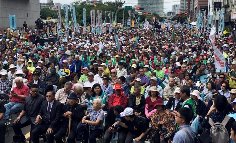ტაივანში ჩინეთისგან გამოყოფაზე რეფერენდუმის ჩატარებას ითხოვენ