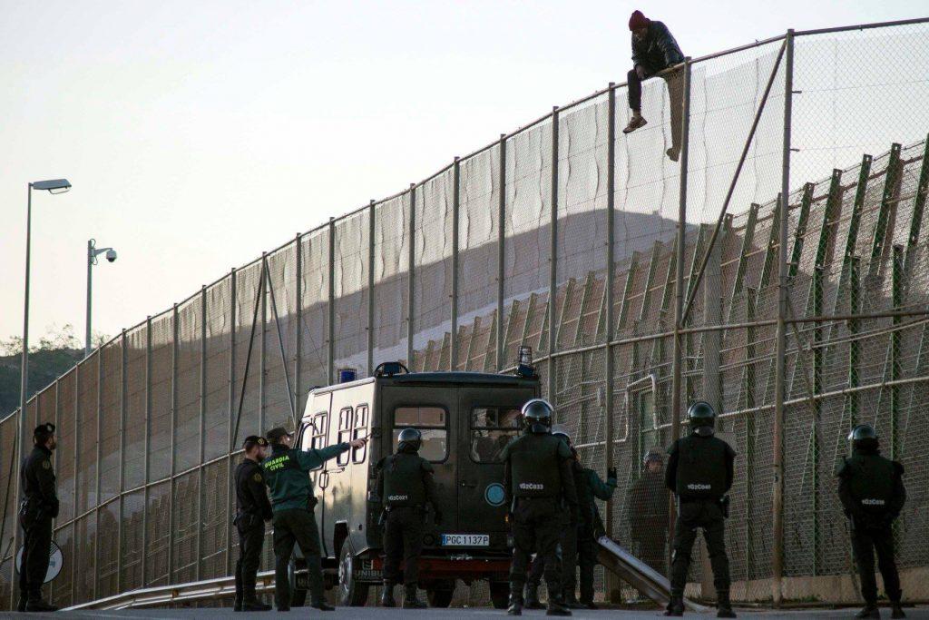 ესპანეთში, უცხოელების დაკავების ცენტრიდან იმიგრანტების გაქცევის მცდელობისას, სამართალდამცველები დაშავდნენ