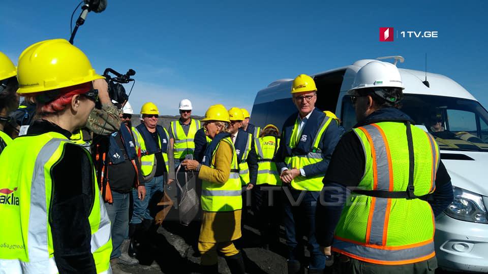 დიპლომატიური კორპუსის წარმომადგენლებმა ანაკლიის პორტის სამშენებლო სამუშაოები დაათვალიერეს [ფოტო]