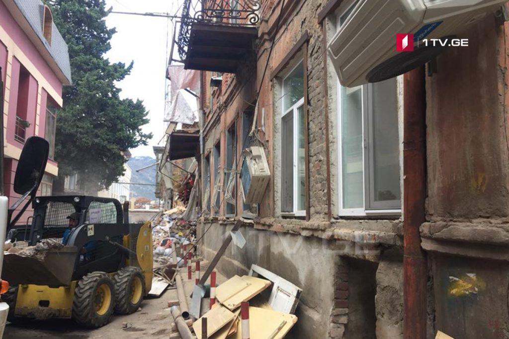 Мэрия Тбилиси - Обрушение части аварийного дома по улице Метехи N14 не создаёт опасность для местных жителей