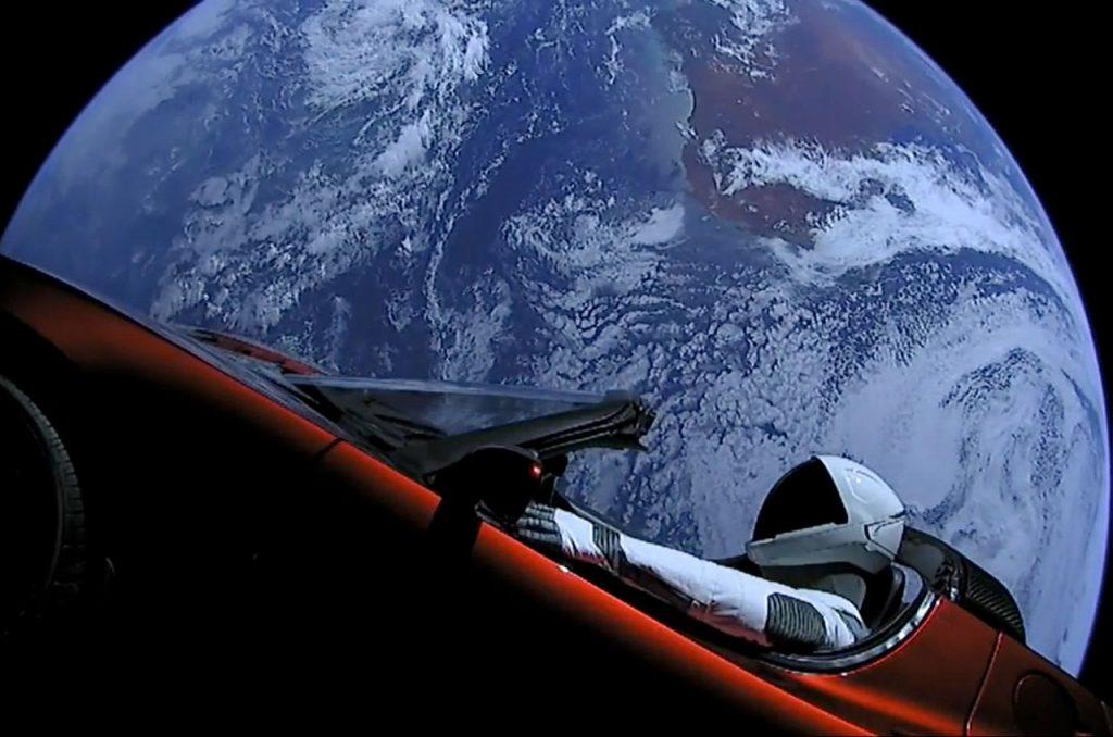 ილონ მასკის წითელი ავტომობილი მარსს გასცდა