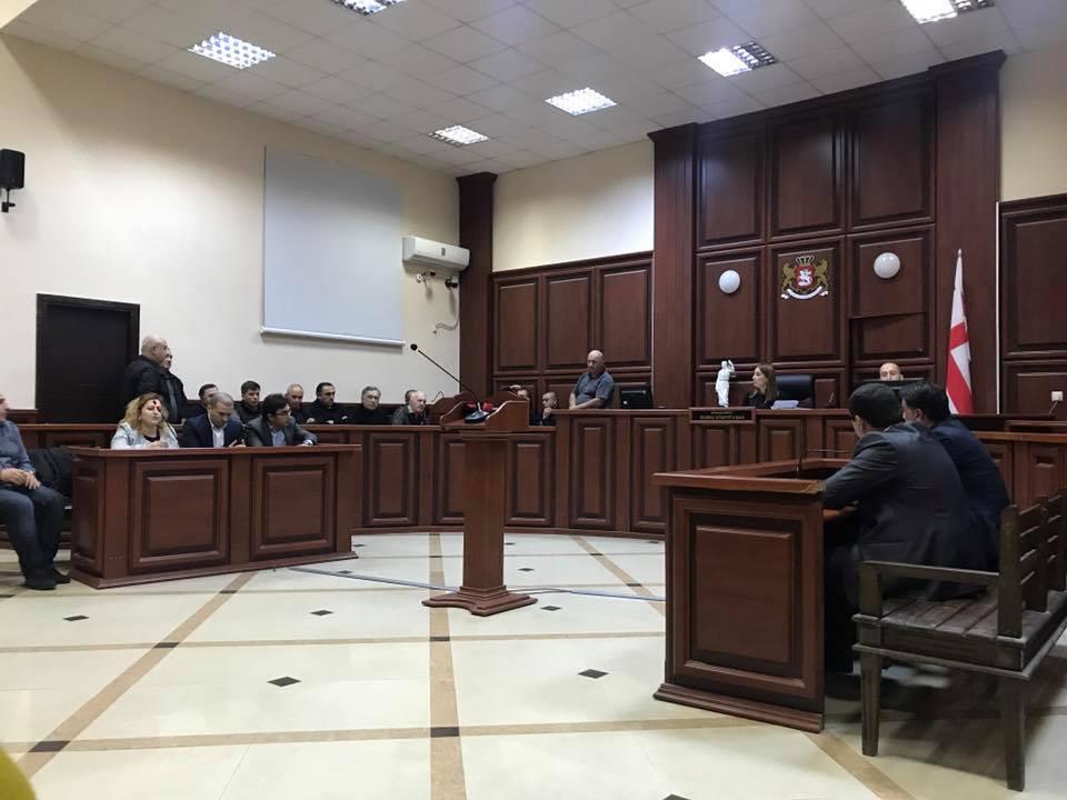 """ქუთაისის საქალაქო სასამართლომ """"საქნახშირის"""" თანამშრომლები პატიმრობაში დატოვა"""