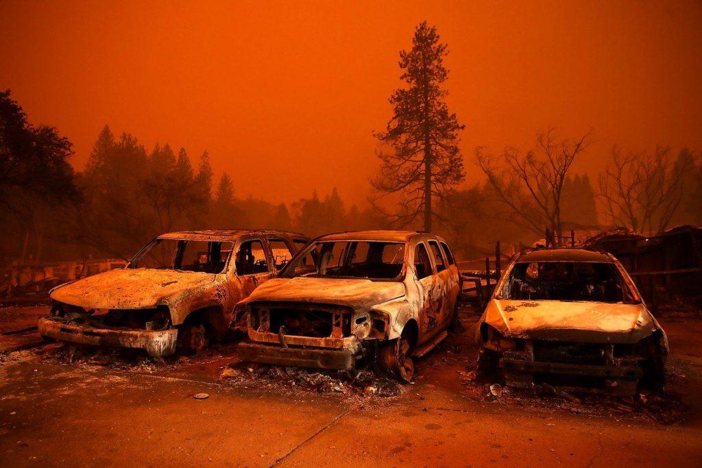 კალიფორნიაში შტატის ისტორიაში ყველაზე მასშტაბურ ტყის ხანძარს ებრძვიან [ფოტო]
