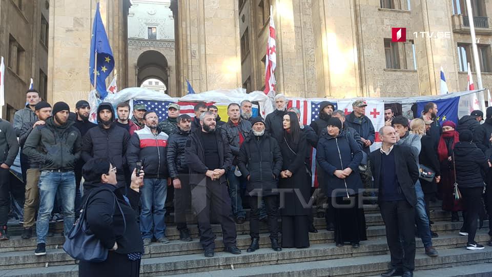 Часть жителей Панкисского ущелья провела акцию у здания парламента