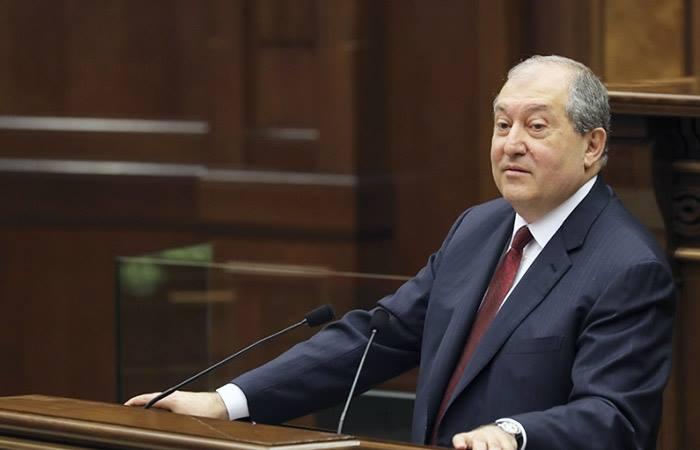 სომხეთის პრეზიდენტი სალომე ზურაბიშვილს საქართველოს პრეზიდენტად არჩევას ულოცავს