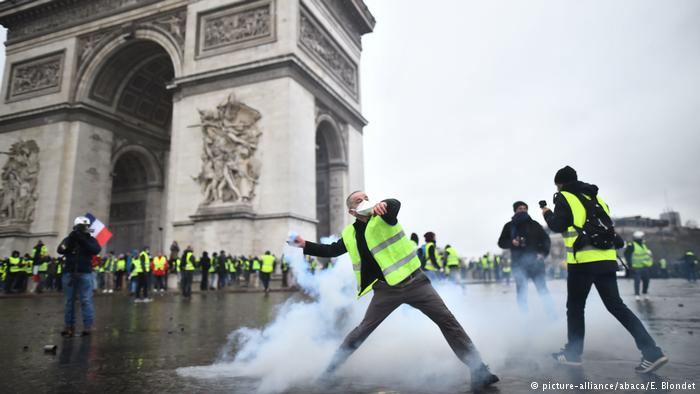 Восстановление Триумфальной арки в Париже, которая пострадала в результате акций, обойдется в 1 000 000 евро