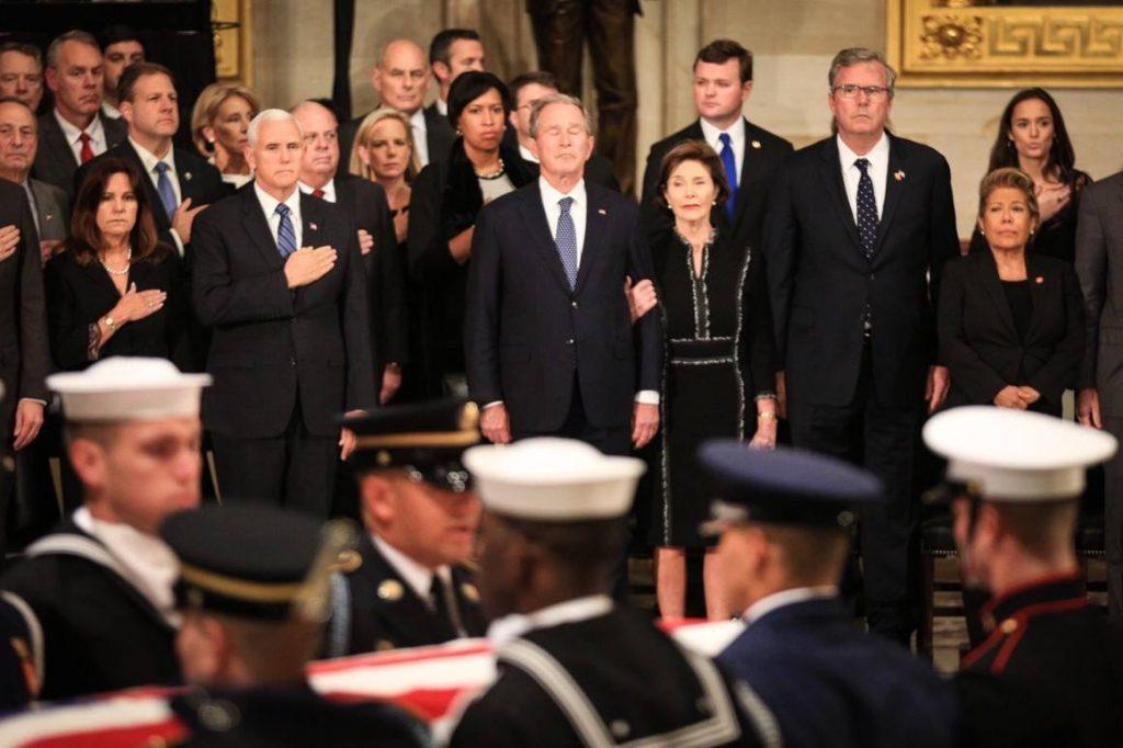 შეერთებულ შტატებშიქვეყნის 41-ე პრეზიდენტს, ჯორჯ ბუშ უფროსს ემშვიდობებიან