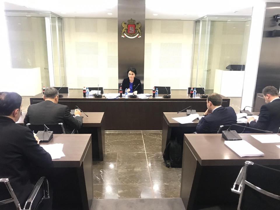 Из-за отсутствия Серги Капанадзе, вопрос в связи с делом об убийстве на улице Хорава снят с повестки дня комитета по юридическим вопросам